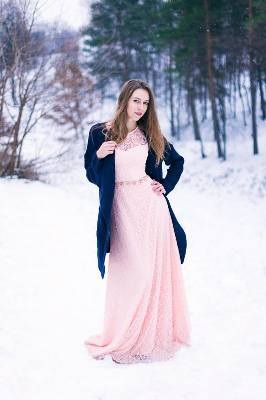 этого создается уличная фотосессия в платье зимой технику обычной вышивки